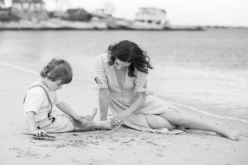 CT Timeless Beach Family Portrait Session by Anne Miller annemillerphotographer.com
